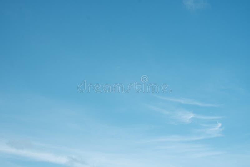 Blauwe hemelachtergrond royalty-vrije stock fotografie