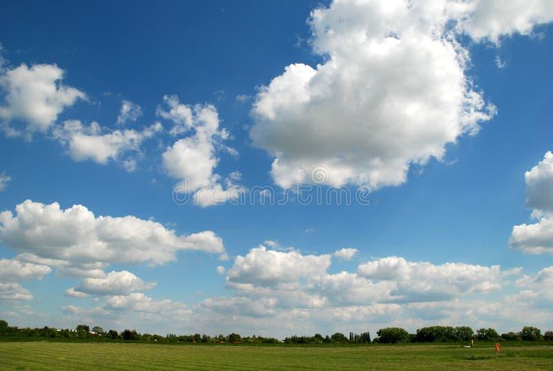 Blauwe hemelen stock afbeelding