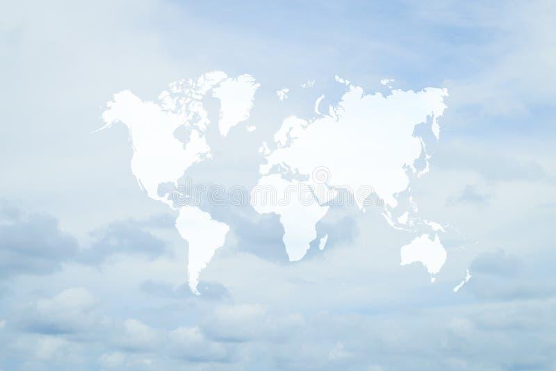 Blauwe hemelwolk met wereldkaart royalty-vrije stock afbeelding