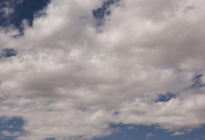 Blauwe hemelwolken over Nationaal Park in de hemel van Californië en van Nevada Verenigde Staat van Amerika stock afbeelding