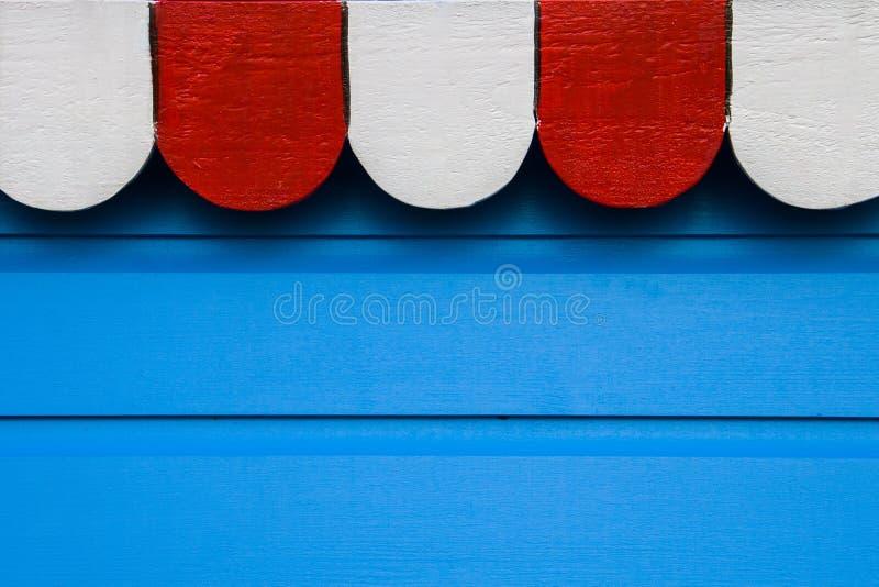 Blauwe houten achtergrond met witte en rode bovenkantbanner royalty-vrije stock fotografie