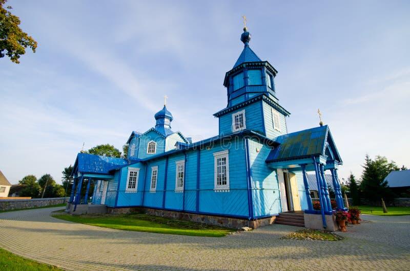 Blauwe houten kerk in Narew, Polen stock afbeelding