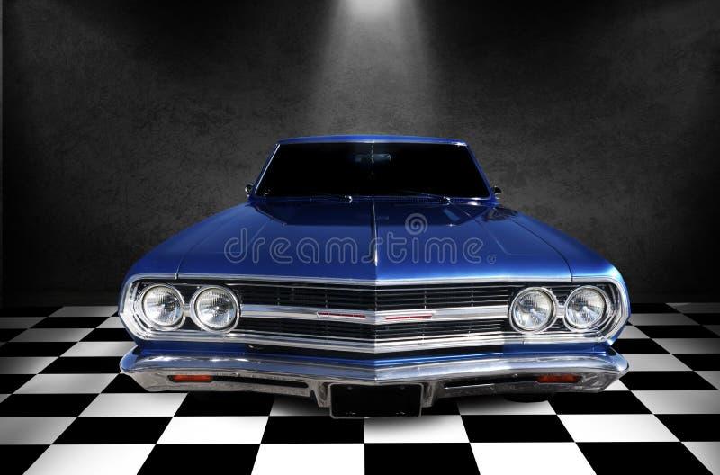 Blauwe klassieke uitstekende auto stock afbeelding