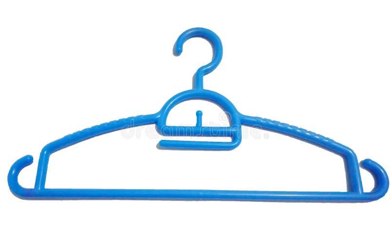 Blauwe kleerhanger voor kleren van plastiek dat op witte achtergrond wordt geïsoleerd stock foto's
