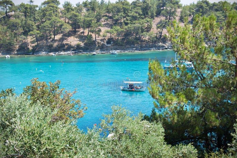 Blauwe lagune in de Middellandse Zee royalty-vrije stock afbeeldingen