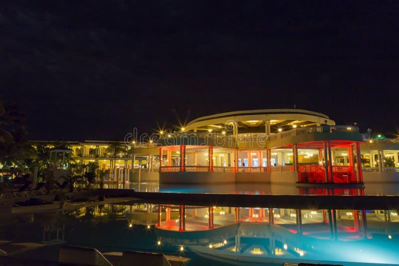 Blauwe lagune en Groot Palladium bij nacht stock foto's