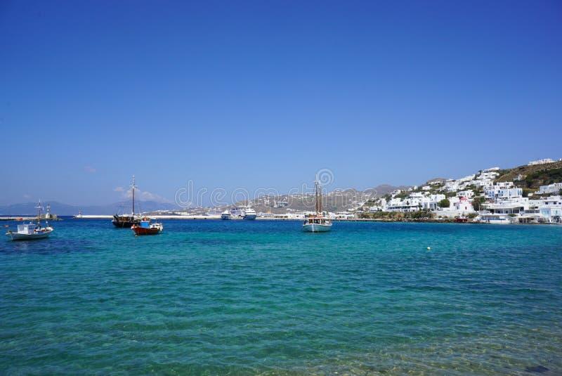 Blauwe lagune op Mykonos-eiland, Cycladen, Griekenland royalty-vrije stock afbeeldingen