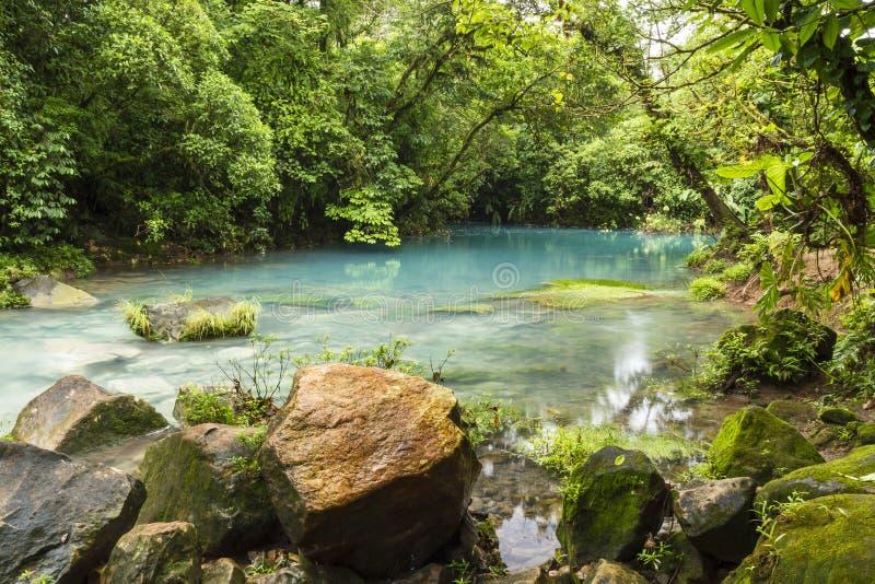 Blauwe Lagune op Rio Celeste stock afbeeldingen