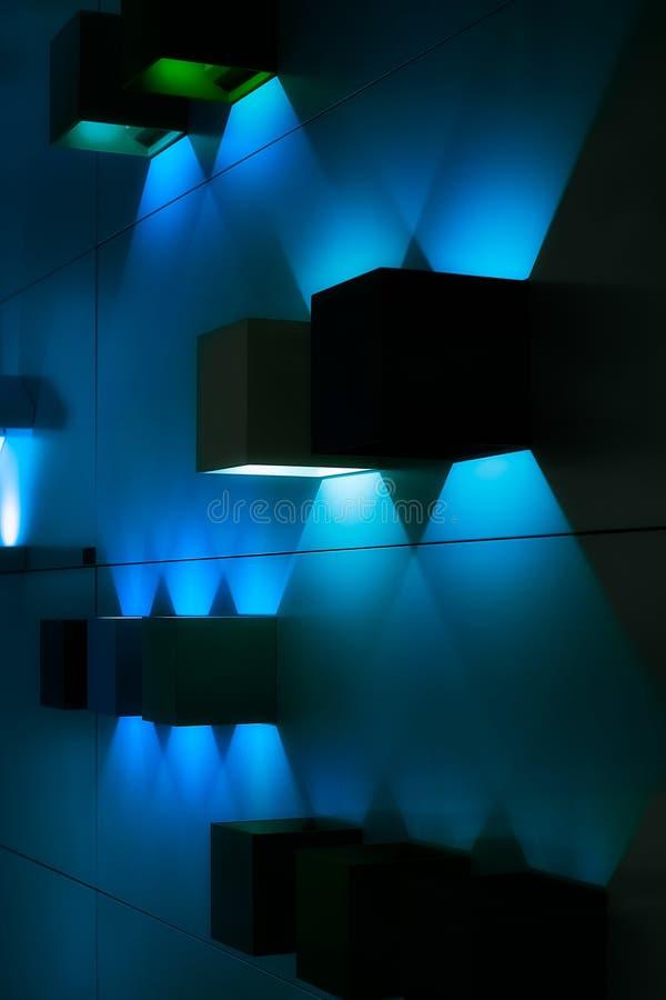 Blauwe lichten en schaduwen stock afbeelding