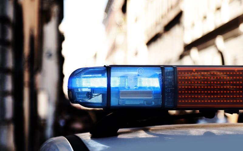 blauwe lichten van een sirene van politiewagen tijdens het patroling in CIT stock fotografie