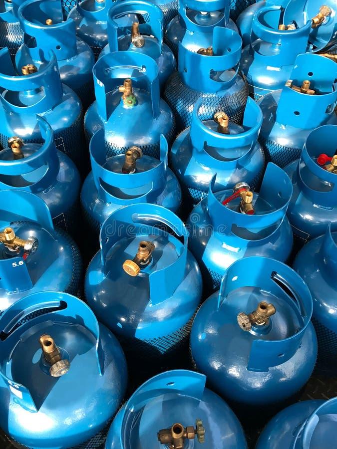 Blauwe LPG-tank onder zonlicht royalty-vrije stock afbeelding