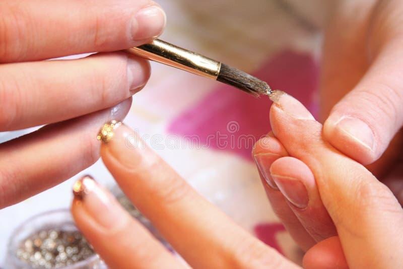 Blauwe manicure stock afbeeldingen