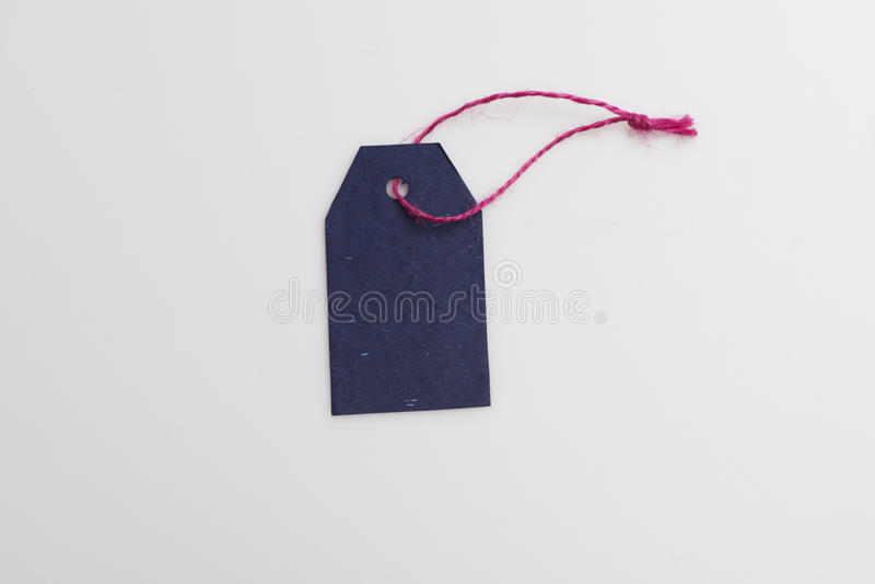 Blauwe markering met roze draad stock fotografie