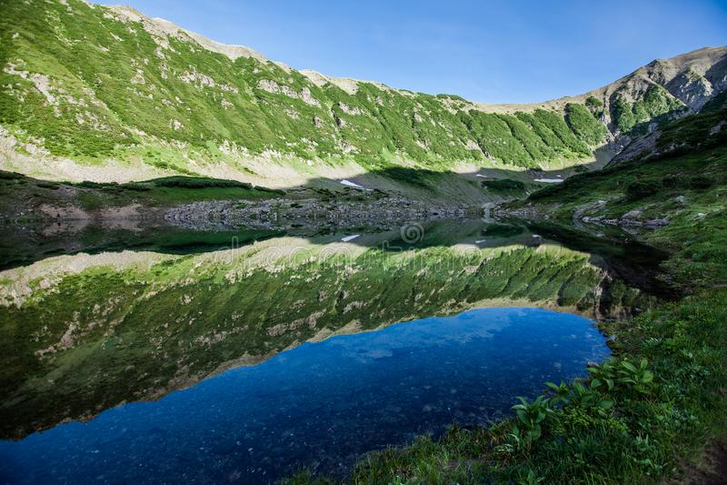 Blauwe Meren, Kamchatka stock afbeelding