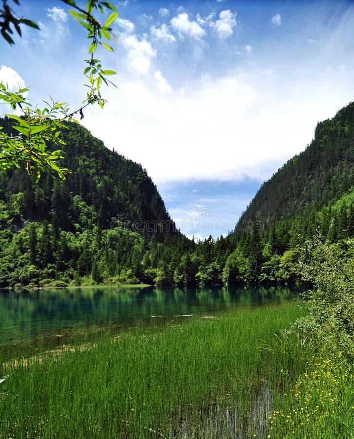 Blauwe meren op de bergen in Jiuzhaigou-Valleischoonheidsvlekje royalty-vrije stock afbeeldingen
