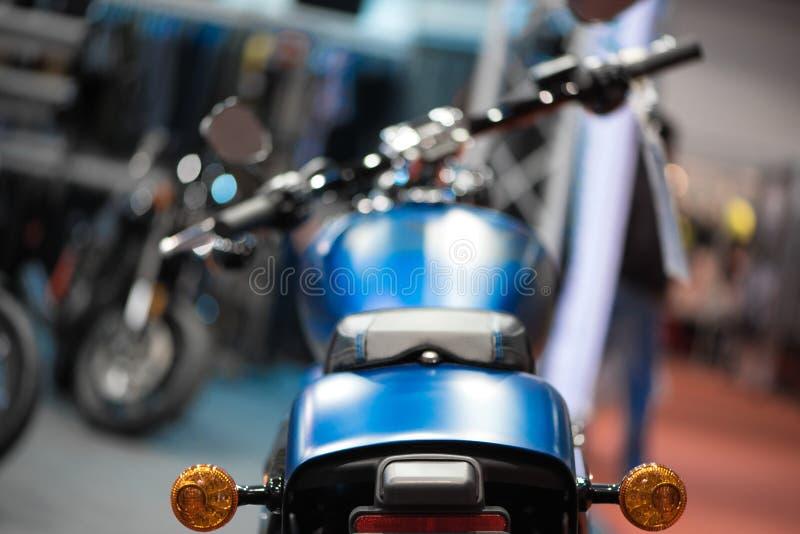 Blauwe motorfiets achtermening royalty-vrije stock afbeelding
