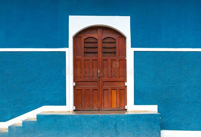 Blauwe Muurvoorgevel in Granada, Nicaragua royalty-vrije stock foto's