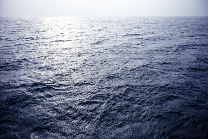 Download Blauwe oceaan stock afbeelding. Afbeelding bestaande uit oceaan - 39108991