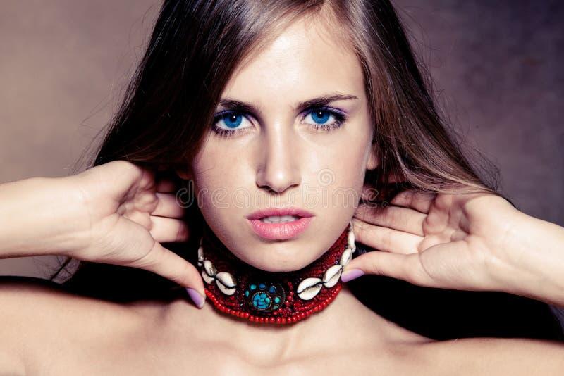 Blauwe ogen jonge vrouw royalty-vrije stock fotografie