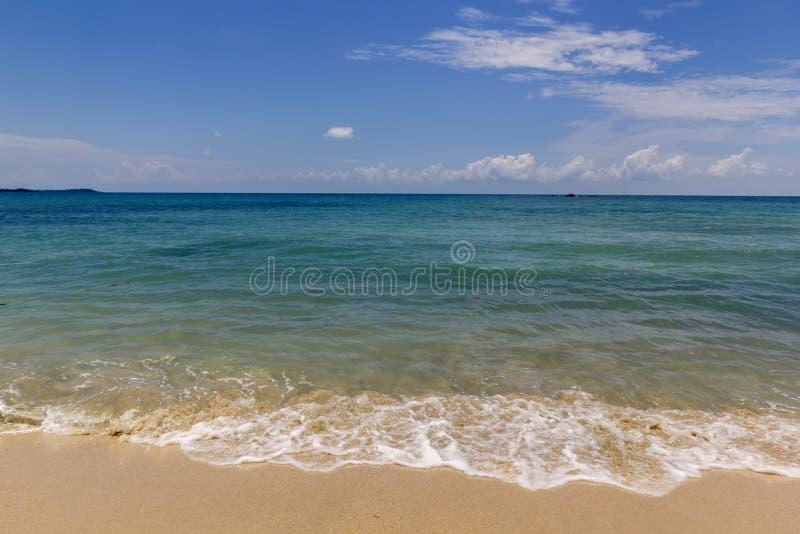 Blauwe overzees bij mediterrane oceaan stock afbeelding