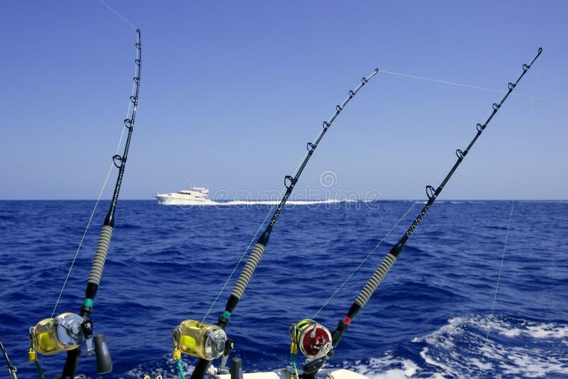 Blauwe overzees en hemel in een grote speltonijn visserijdag royalty-vrije stock afbeeldingen