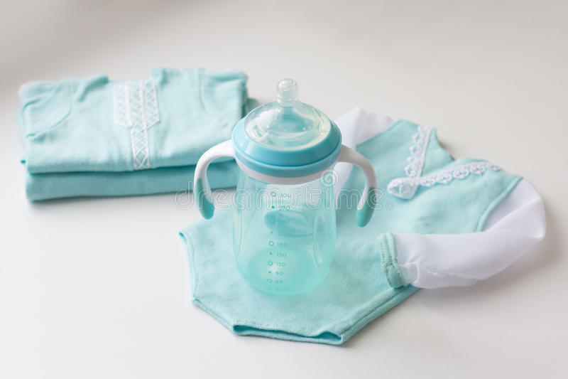 Blauwe pasgeboren gemaakte Kledingshand - royalty-vrije stock foto