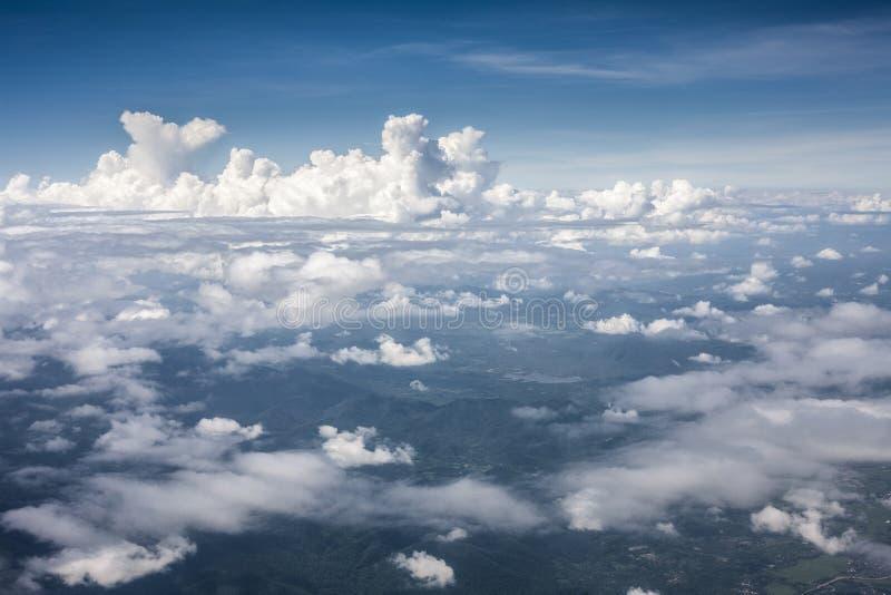 Blauwe perfecte hemelberg van wolken royalty-vrije stock foto's