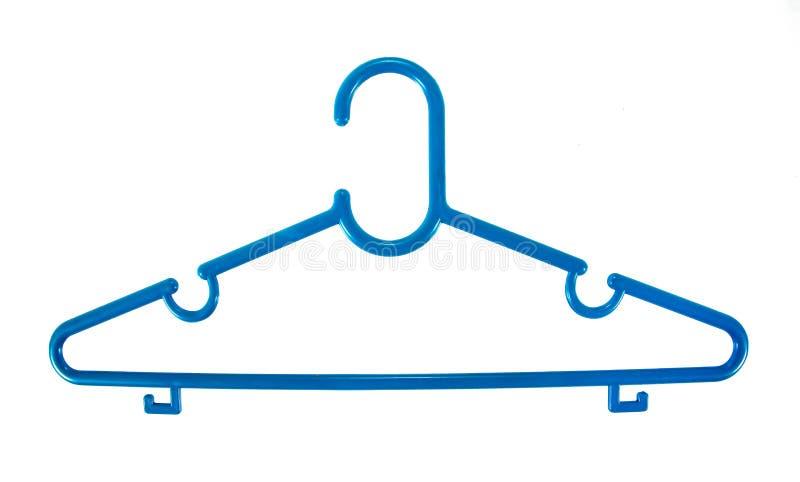 Blauwe plastic die kleerhanger op witte achtergrond wordt ge?soleerd Kleerhanger stock afbeeldingen