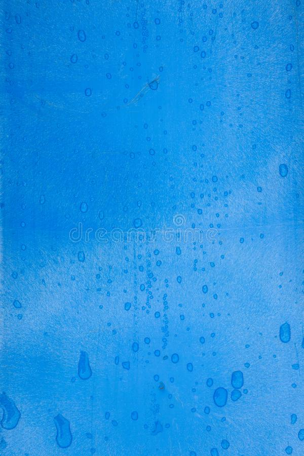 Blauwe plastic textuur met regendruppels stock fotografie