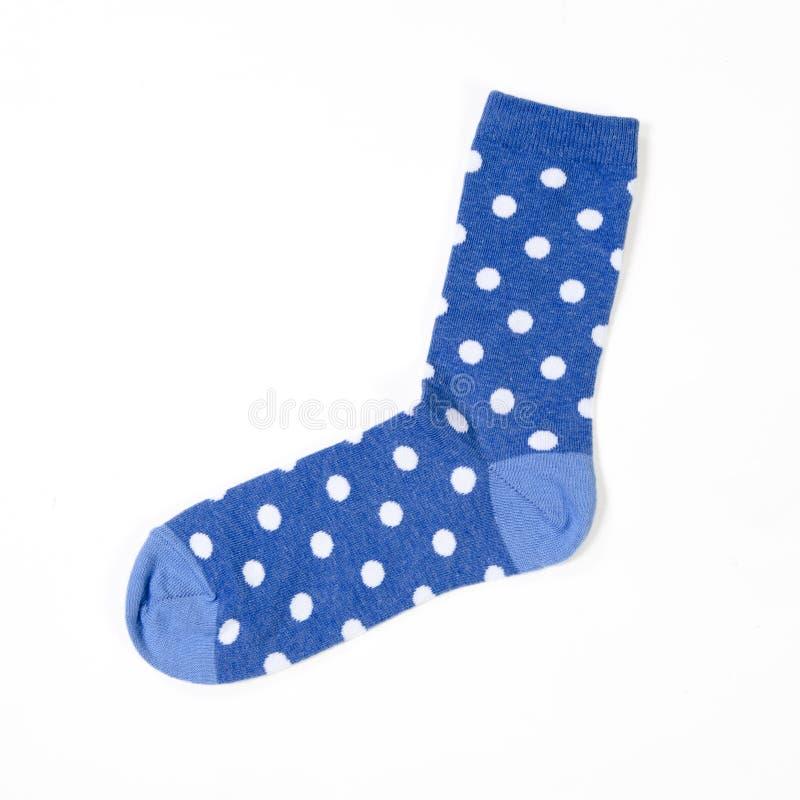 Blauwe polka gestippelde sokken op witte achtergrond stock foto