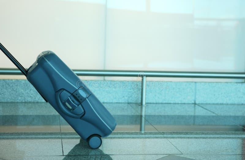 Blauwe reiskoffer royalty-vrije stock fotografie
