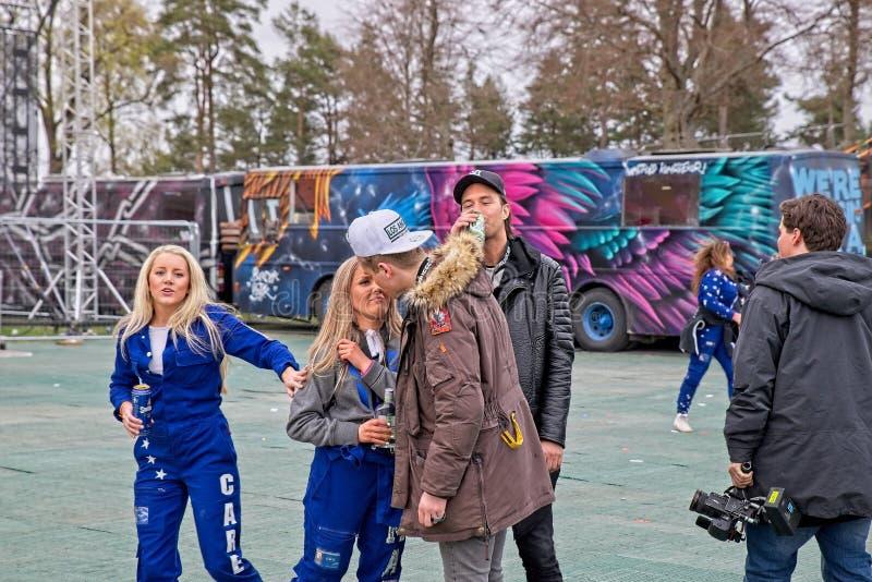 Blauwe Russ klaar voor partij bij Fredriksten-Kasteel in Halden Noorwegen stock afbeelding