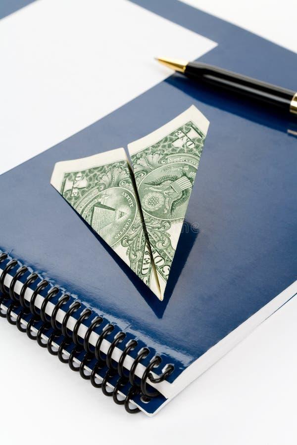 Blauwe schoolhandboek en dollar royalty-vrije stock foto's