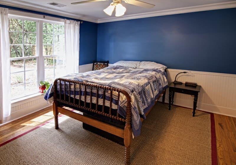 Blauwe slaapkamer stock afbeelding