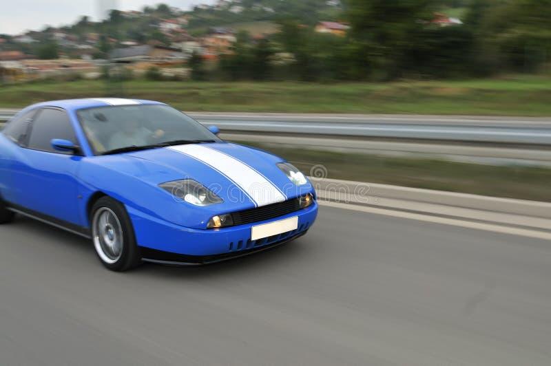 Blauwe Snelle Sportwagen Op Hiway Royalty-vrije Stock Afbeelding