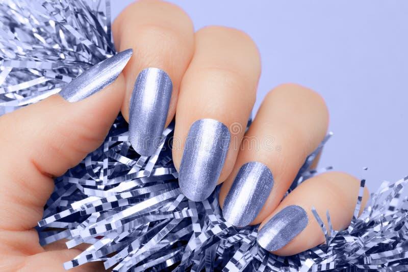 Blauwe spijkersmanicure royalty-vrije stock foto