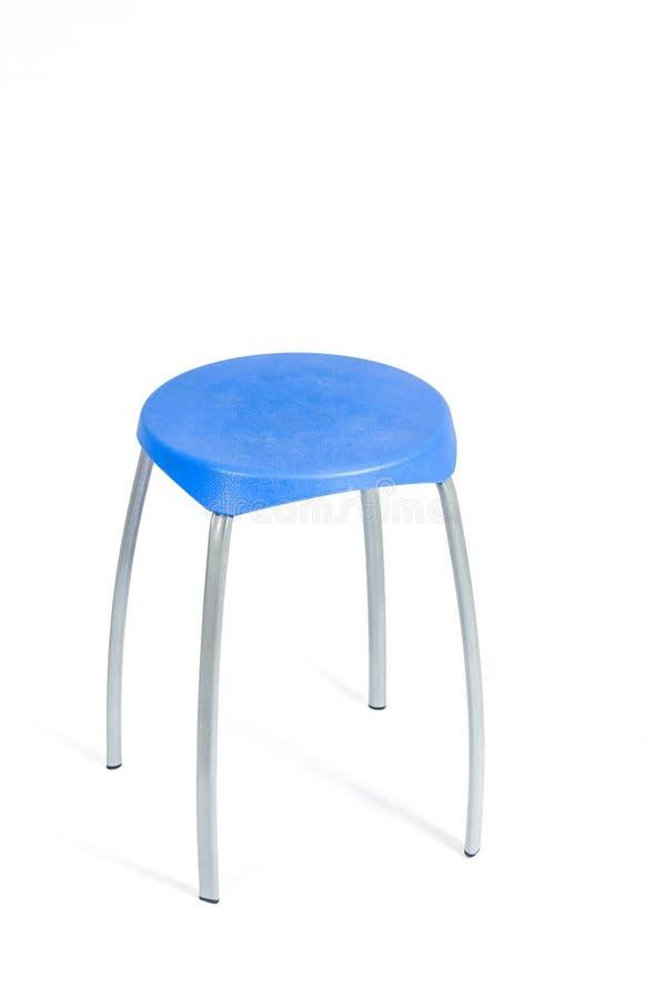 Blauwe stoel en schaduw op witte achtergrond stock afbeeldingen