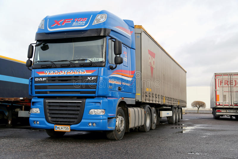 Blauwe Super Lange het Transportvrachtwagen van Daf XF stock fotografie