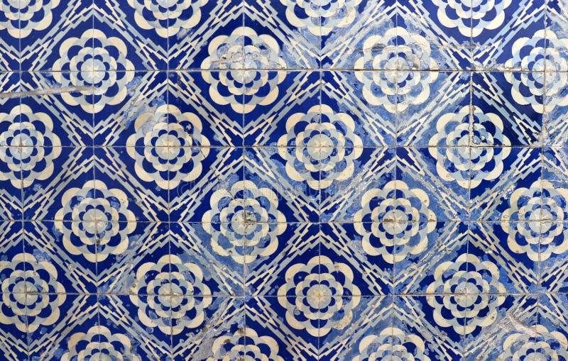 Blauwe tegels op Portugese voorgevel stock afbeeldingen