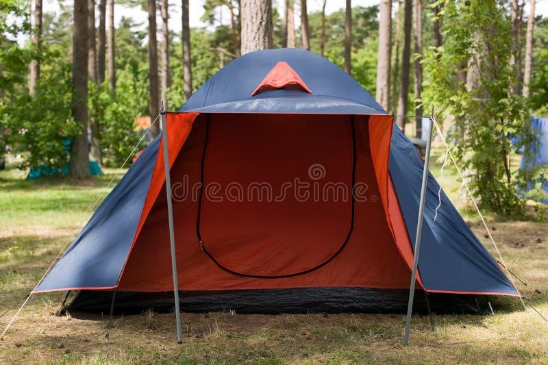 Download Blauwe Tent Met Rode Ingang Stock Foto - Afbeelding bestaande uit ingang, kamp: 10782320