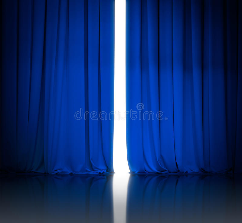 Blauwe theater of bioskoop lichtjes open gordijnen stock foto
