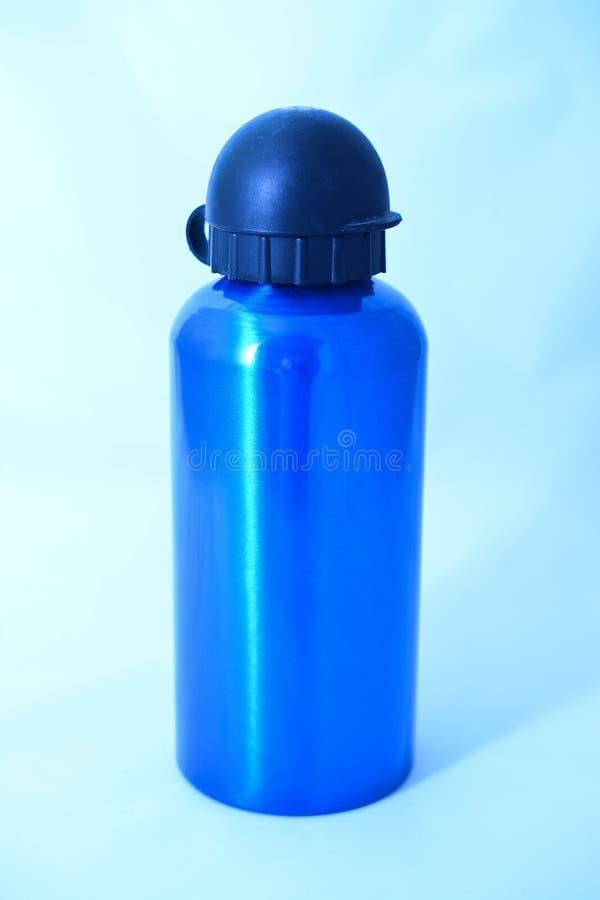blauwe thermische waterfles royalty-vrije stock afbeeldingen