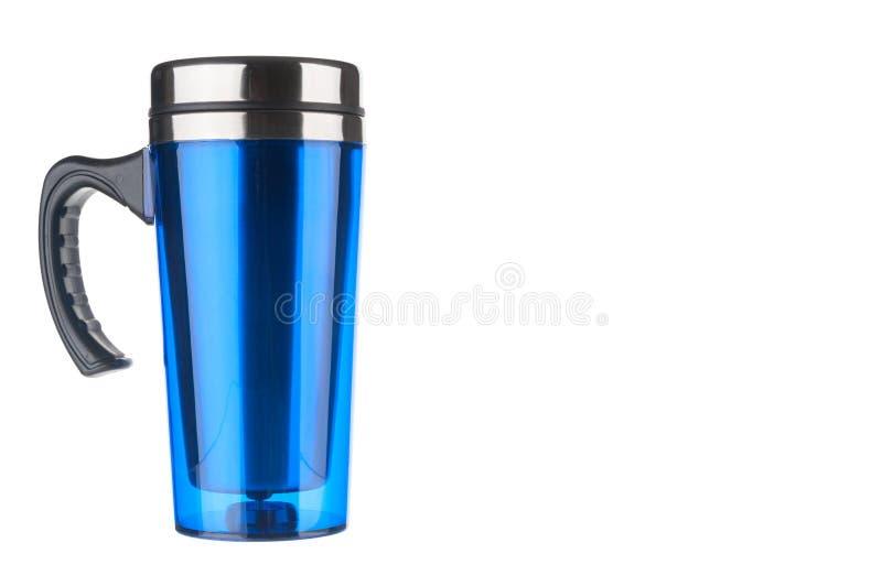 Blauwe thermofles op witte achtergrond stock afbeelding