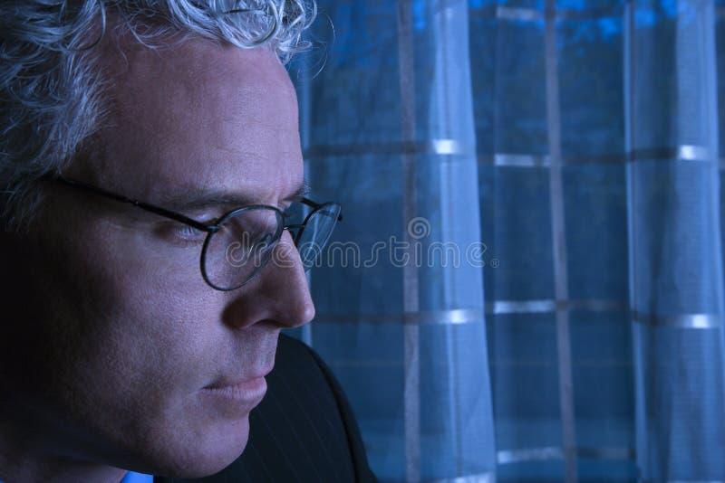Blauwe toon dichte omhooggaand van zakenman stock fotografie