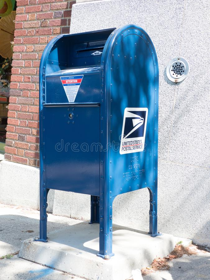 Blauwe USPS-brievenbus royalty-vrije stock foto's