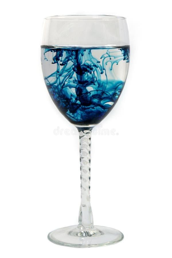 Blauwe verspreiding in een glas royalty-vrije stock afbeelding