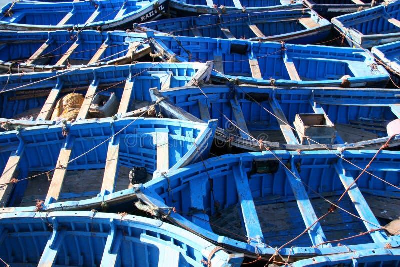 Blauwe vissersboten in Essaouira royalty-vrije stock foto's