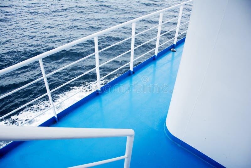 Blauwe vloer op een veerboot stock fotografie
