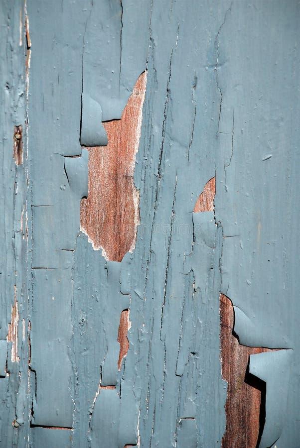 Blauwe vlokkige verf op een hout stock afbeelding