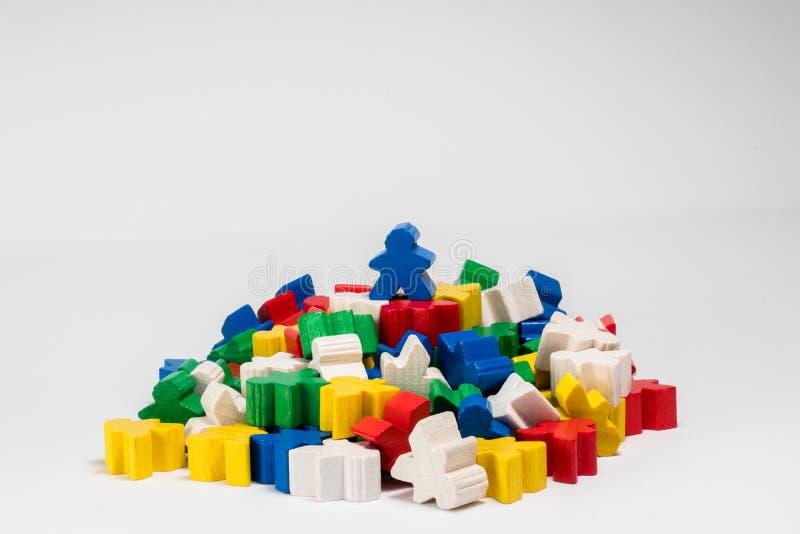Blauwe Winnaar Meeple op Bovenkant stock afbeeldingen
